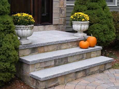 Woodbury Granite Split Faced Tread